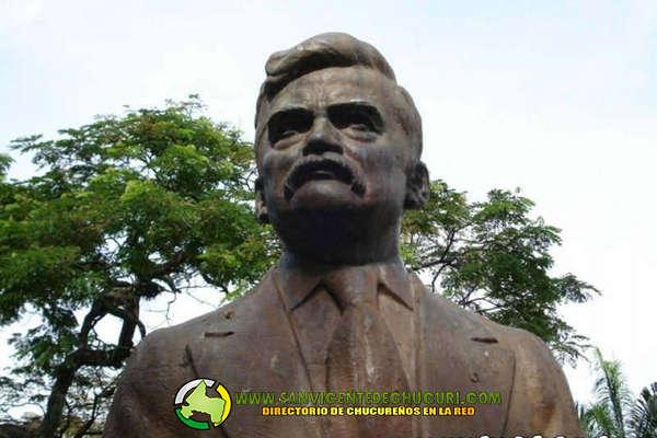 Busto-del-Fundador-Sacramento-Tristancho-en-el-parque-principal-de-San-Vicente-de-Chucuri.--2-